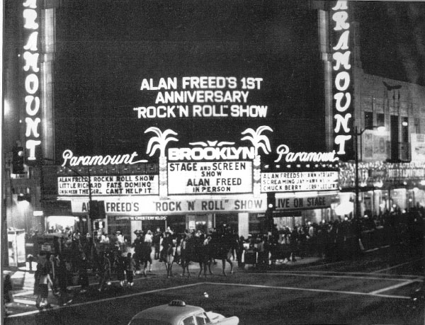 Alan-freeds-Big-Beat-Show-at-the-Brooklyn-Paramount-in-1958.